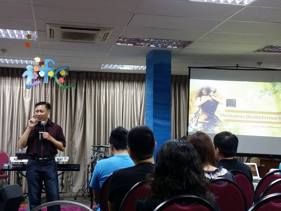Seminar Keluarga by Dr Andik Wijaya